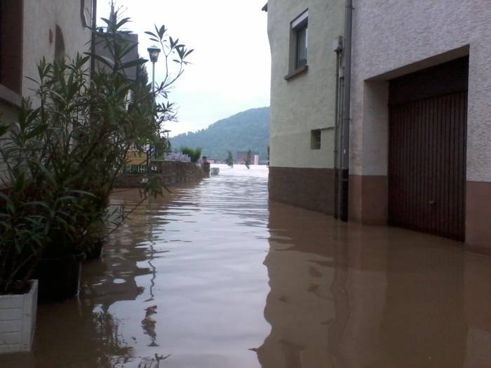 SPENDEN! http://www.dzi.de/wp-content/pdfs_Spendentipps/Spenden-Info%20Hochwasser%202013.pdf